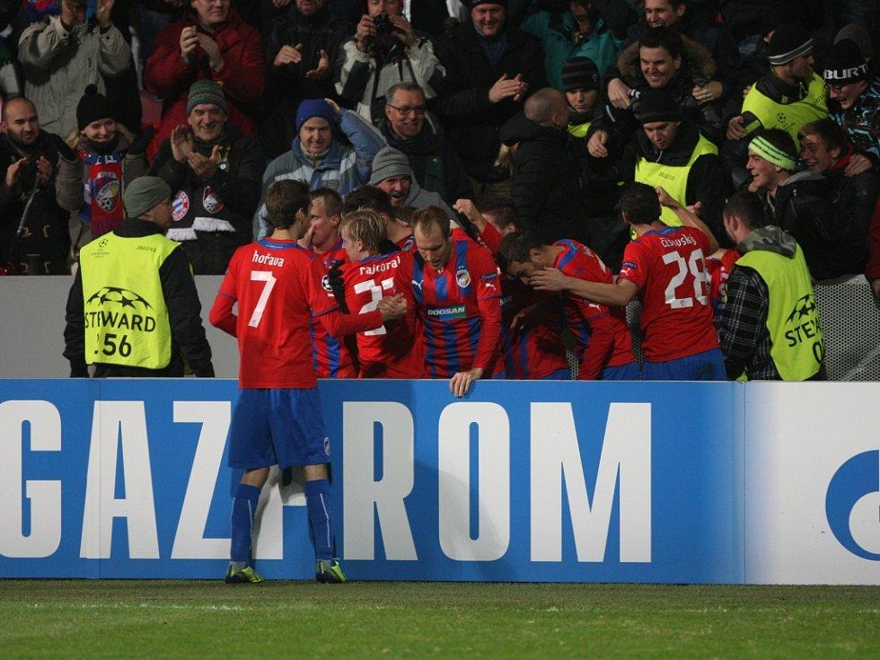 Fotbalisté Plzně se radují z vítězného gólu Tomáše Wágnera proti CSKA Moskva.