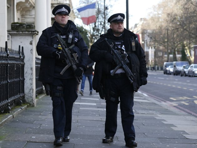 Hlídkující policisté. Ilustrační foto.