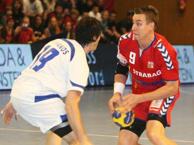 Filip Jícha (vpravo) v zápase proti Řecku.