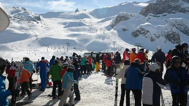 Rakouské horské středisko Ischgl se smutně proslavilo v celé Evropě jako místo, odkud se virus rozšířil bleskově po celém kontinentu. V půlce března 2020 byla vyhlášena karanténa.