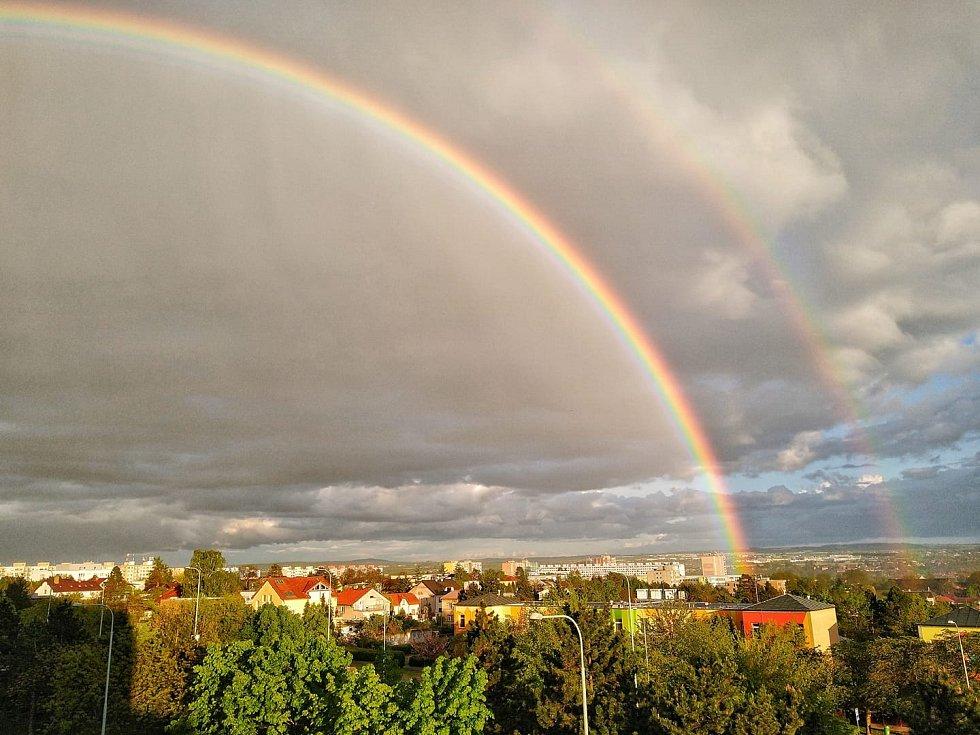 Dvojitá duha nad Prahou