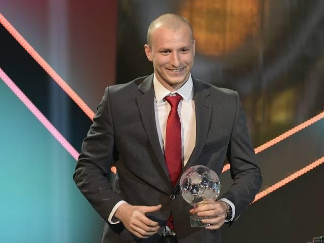 Útočník Viktorie Plzeň Michael Krmenčík převzal cenu za třetí místo v anketě Fotbalista roku 2017.