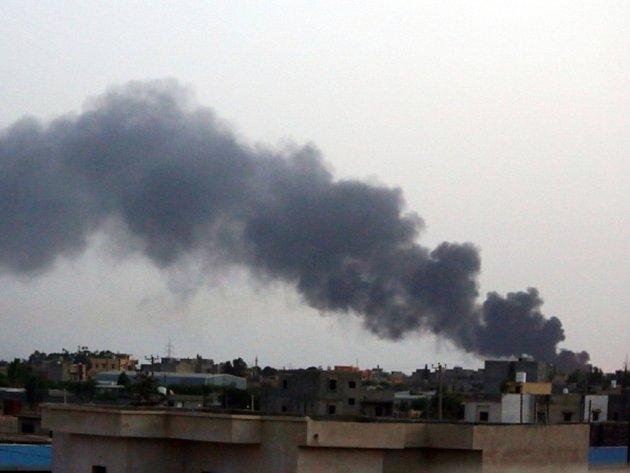 U letiště poblíž libyjské metropole Tripolisu se dnes po dvoudenním zklidnění znovu rozhořely boje.  Ilustrační foto.