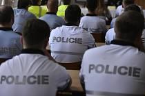 Nastupující policisté na školení, kadeti - ilustrační foto.