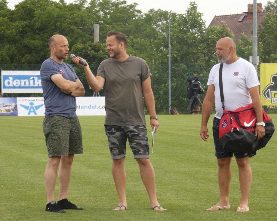 Můj fotbal živě:  Dolní Břežany  -  Zlatníky. Ambasadoři zápasu Jiří Ployhar (vlevo) a Ota Balage.