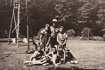 Na táboře u Potštejna v roce 1949 Karel složil skautský slib, na snímku ve spodní řadě druhý zprava.