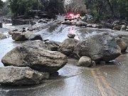 Masivní záplavy a sesuvy bahna v jižní Kalifornii