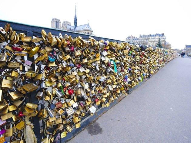 """""""Most lásky"""" v Paříži. Ilustrační foto."""