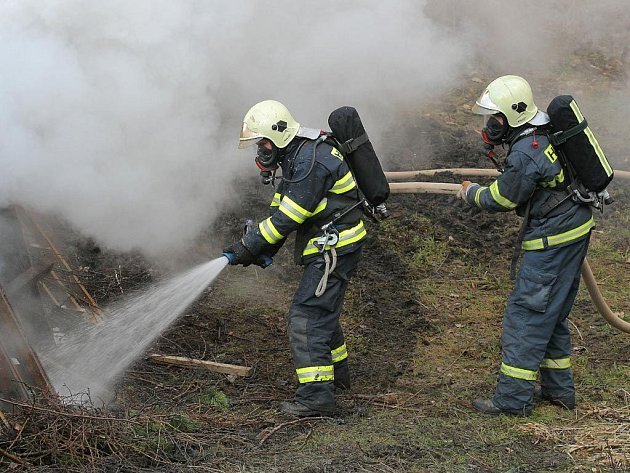 Pěkné víkendové počasí přineslo i velký nárůst počtu požárů.