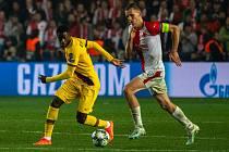 Fotbalový zápas skupiny F (liga mistrů), SK Slavia Praha - FC Barcelona, 23. října 2019 v Praze. Na snímku zleva Ousmane Dembélé, Tomáš Souček.
