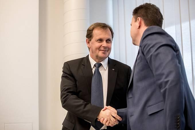 Rada České televize volila ředitele České televize. Generálním ředitelem byl zvolen Petr Dvořák.