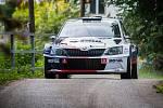 Rally Bohemia, pátý závod seriálu Mistrovství České republiky v rally, pokračovala 2. července. Na snímku Roman Kresta a spolujezdec Petr Starý s vozem Škoda Fabia R5 na deváté rychlostní zkoušce - Radostín.