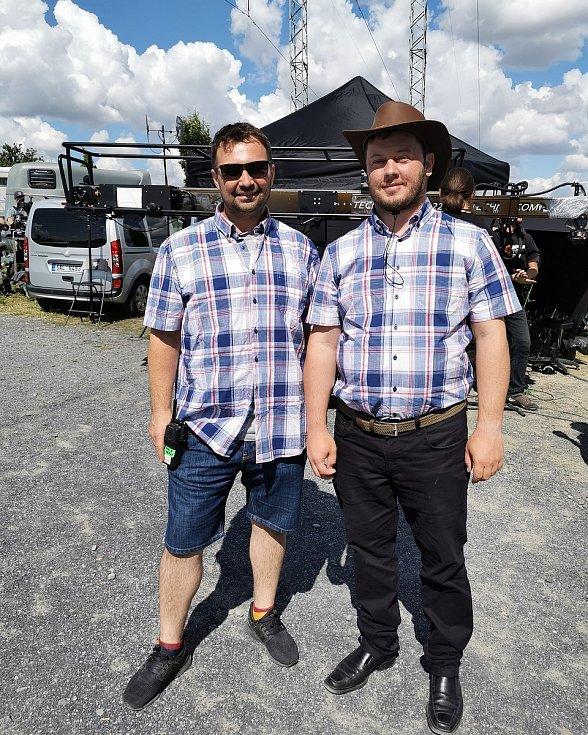 V chystaném snímku si Dominik Landsman (vpravo) také zahraje malou roličku taxikáře.