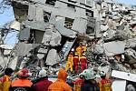 Silné zemětřesení na Tchaj-wanu si vyžádalo nejméně 14 mrtvých, včetně teprve desetidenní holčičky a malého dítěte.