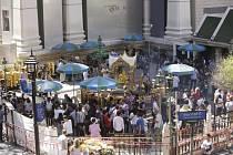 Malajsijská policie zatkla tři podezřelé v souvislosti s vyšetřováním srpnového pumového útoku na hinduistickou svatyni v thajské metropoli Bangkoku, při němž zahynulo 20 lidí.