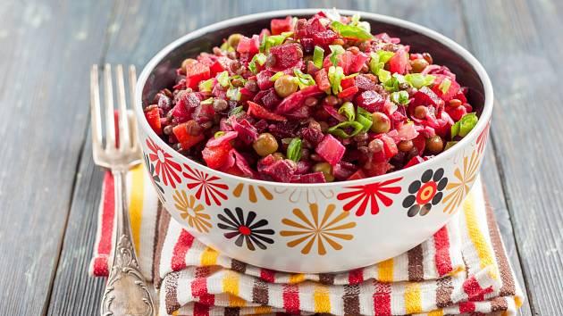 Salát z červené čočky a řepy