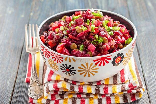 Salát zčervené čočky a řepy