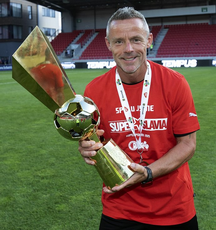 Martin Třasák, kondiční kouč Slavie s trofejí