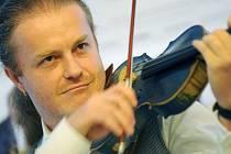 S NOVÝM PROGRAMEM. Pavel Šporcl nabídne na koncertním turné po republice skladby významných českých houslových virtuosů.