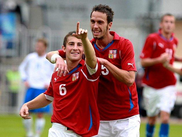 Radost Lukáše Váchy a Jana Vošáhlíka po prvním gólu v islandské síti.