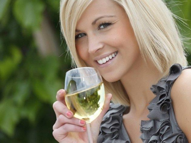 Čeští experti na léčbu závislostí loni informovali, že každý Čech a Češka nad 15 let vypije za rok 16,5 litru čistého alkoholu, zatímco světový průměr je 6,13 litru.