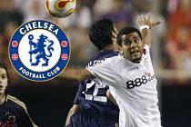 Daniel Alves (v bílém) míří do Chelsea.