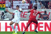 Bayern Mnichov vs. Augsburg: David Alaba a Raul Bobadilla