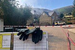 Snímky hasičů či požáru, které pořídily požárnické jednotky a místní novináři.