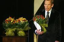Cenu Alfréda Radoka v kategorii česká hra roku převzal v březnu roku 2009 Václav Havel za inscenaci Odcházení v Divadle Archa.