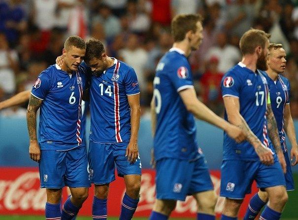 Hráči Islandu při vítězném duelu s Anglií.