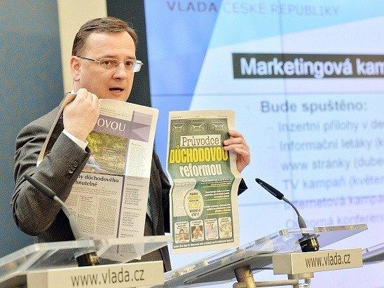 Premiér Petr Nečas vystoupil 16. dubna v Praze na tiskové konferenci týkající se informační kampaně k důchodové reformě a hlavních důvodů změn penzijního systému.