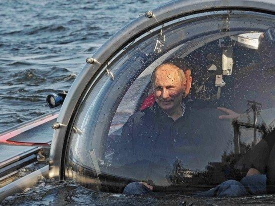 Vladimir Putin na palubě batyskafu