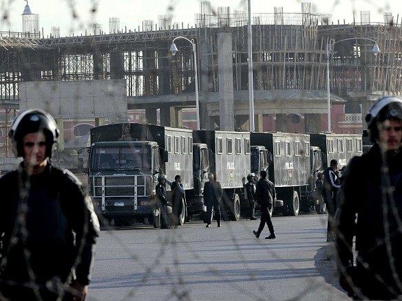 Proces s egyptským exprezidentem provázejí přísná bezpečnostní opatření.