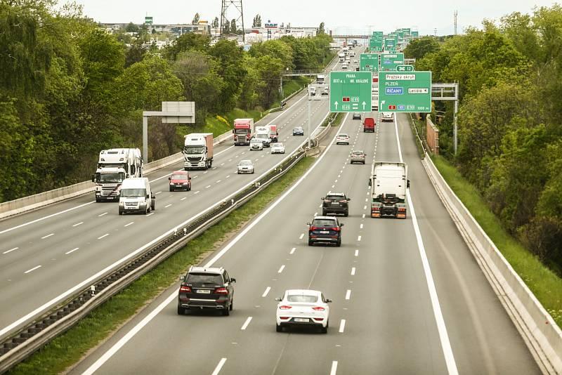 """Úsek """"déjedničky"""" u Jažlovic před Prahou patří k nejnebezpečnějším. Za uplynulé dva roky se zde stalo 221 nehod"""