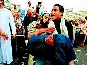 Protestující poblíž náměstí Tahrír