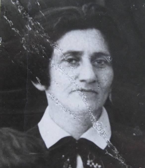 - Babička Laura Morgensternová, která zahynula po deportaci na východ.