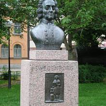 Busta Emanuela Swedenborga na náměstí Mariatorget ve Stockholmu