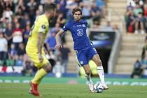 Fotbalista Chelsea Marcos Alonso (vpravo) a Juan Foyth z Villarrealu v utkání o Superpohár UEFA.