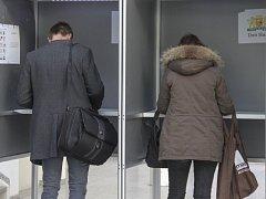 I když je referendum nezávazné, většina poslanců je přesvědčená, že by Nizozemsko neměla jít proti výsledkům hlasování.