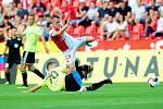 Fotbalové utkání Fortuna ligy mezi celky SK Slavia Praha  a MFK Karviná 28. července v Praze. Jan Sýkora vs Aleš Mertelj.