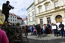 Lidé demonstrovali 30. dubna 2019 v Praze proti postupu ministra kultury Antonína Staňka při odvolání ředitele Národní galerie v Praze Jiřího Fajta a ředitele Muzea umění Olomouc Michala Soukupa.