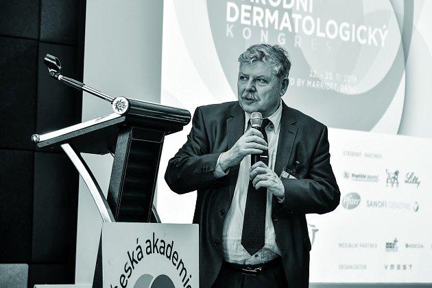 Prof. MUDr. Vladimír Vašků, CSc., přednosta I. dermatovenerologické kliniky Fakultní nemocnice usv. Anny vBrně.