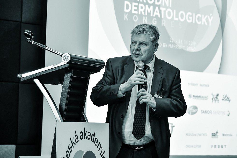 Prof. MUDr. Vladimír Vašků, CSc., přednosta I. dermatovenerologické kliniky Fakultní nemocnice u sv. Anny v Brně.