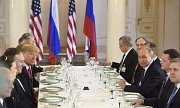 Vladimir Putin, Donald Trump i jejich delegace zasedli po více než dvouhodinovém jednání ke společnému obědu.