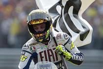 Valentino Rossi slaví sté vítězství v mistrovství světa.