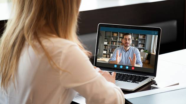 Mnozí zaměstnavatelé předpokládají a někdy i vyžadují, abyste na mobilua mailu byli pořád a všude