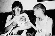 """VÍTEJ NA SVĚTĚ. Opavský """"Plaváček"""" pár týdnů po narození. Na snímku s maminkou a bratrem."""
