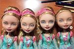 Oruční výrobě svědčí, že ikdyž jde ostejný model panenky, obličeje, šatičky iparuky se odsebe, ikdyž jen nepatrně, liší!