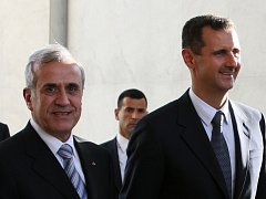 Prezidenti Sýrie a Libanonu Bašár al-Asad (zlava) a Michel Sulajmán se v Damašku dohodli na normalizaci vztahů mezo svými zeměmi.