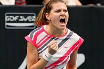 Lucie Šafářová ve finále turnaje v Paříži.